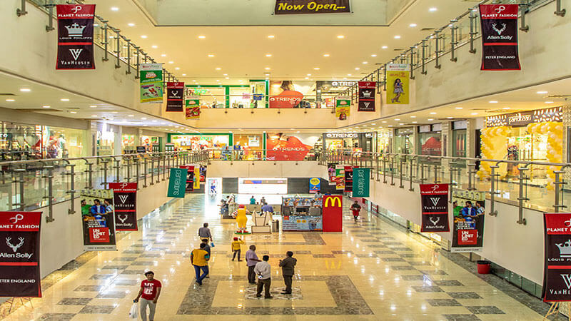 Best Shopping Areas and Malls – La